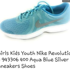 COPY - Like new Nike Revolution 4 youth sneakers